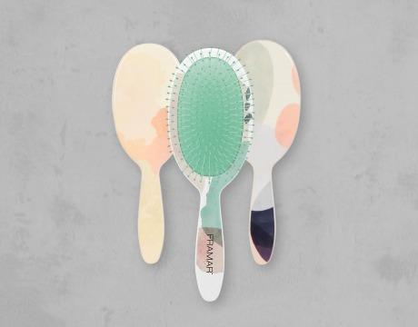 Tre hårbørster med print i pastellfarger
